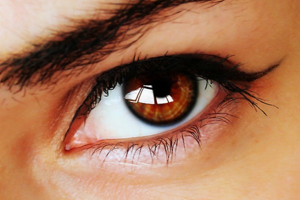 how to say light blue eyes in french