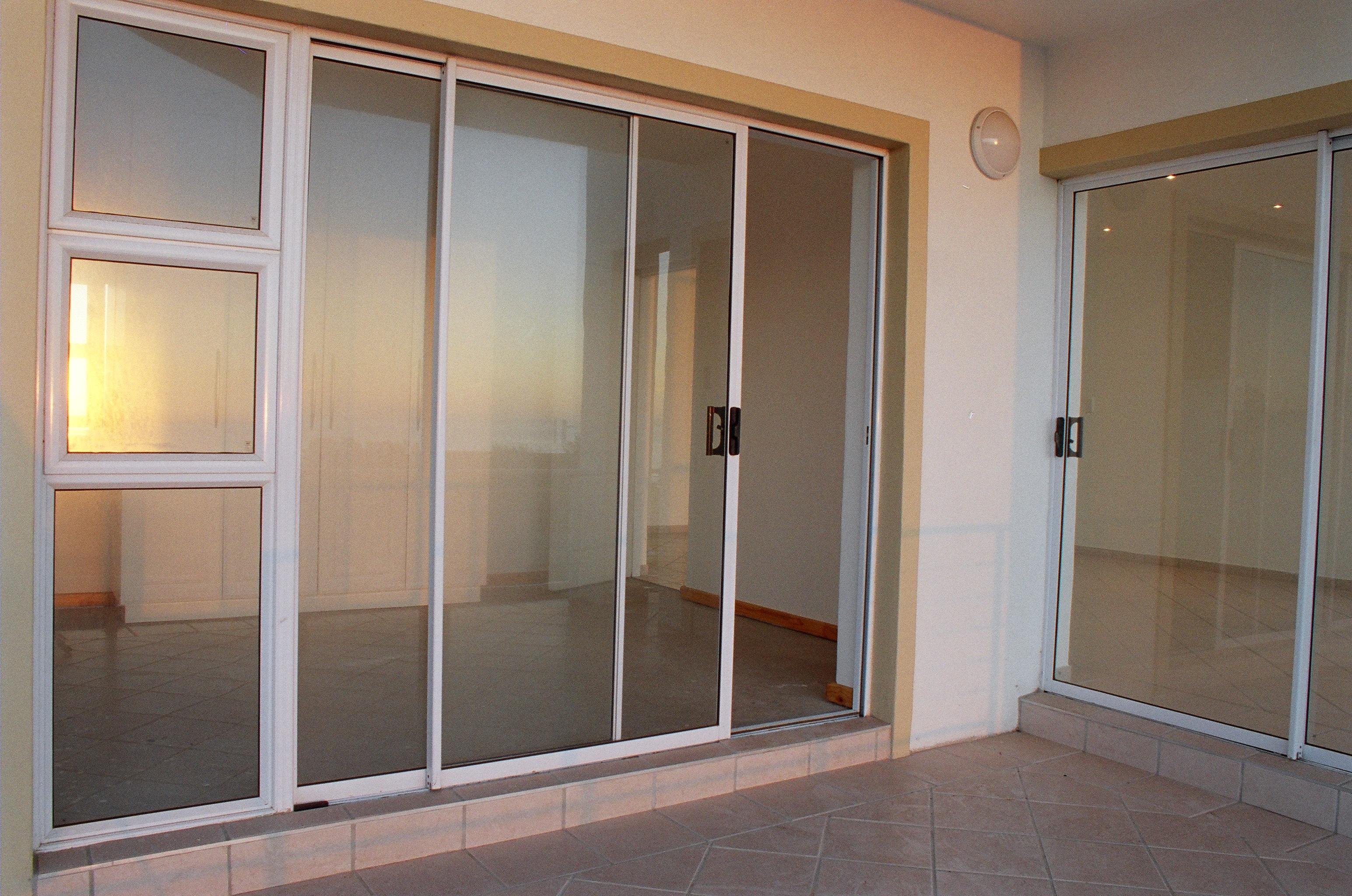 Раздвижные двери на балкон..