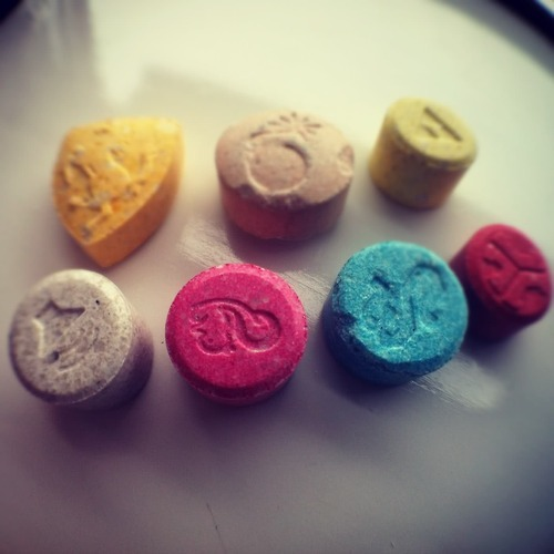 a discussion on mdma or ecstasy Open information and discussion board about mdma (ecstasy) and other drugs.