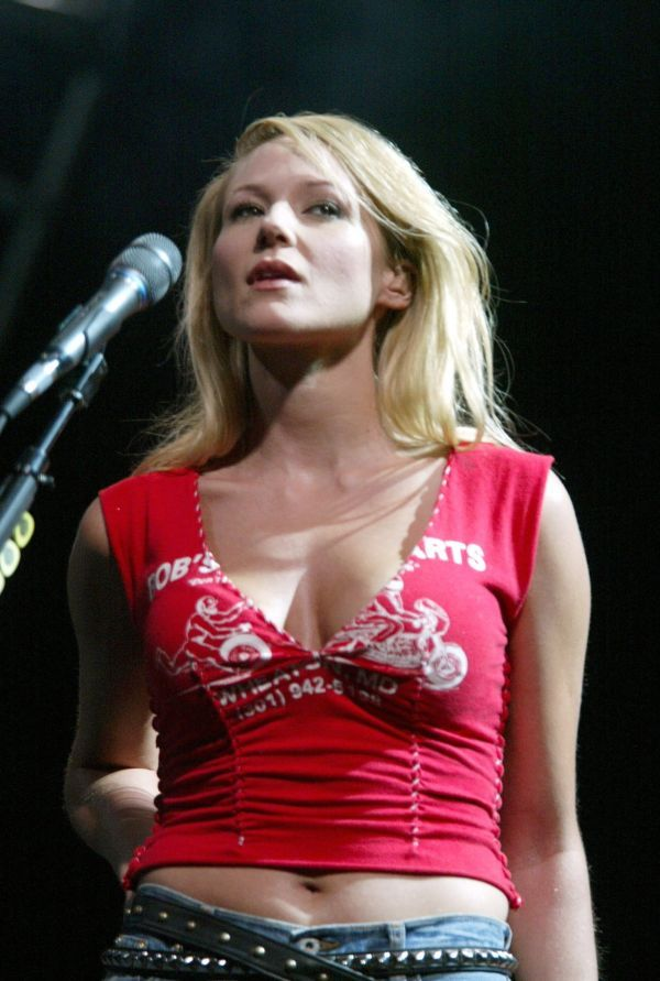 a biography of the folk singer and writer jewel kilcher Jewel says that traumatic experience early in life helped prepare her for the sexual harassment she'd have to endure in the wake of her big break at 18, when she signed with atlantic records.