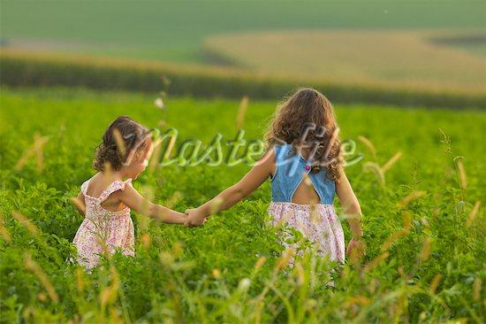 Bill Gates Sisters Sisters Holding Hands ...