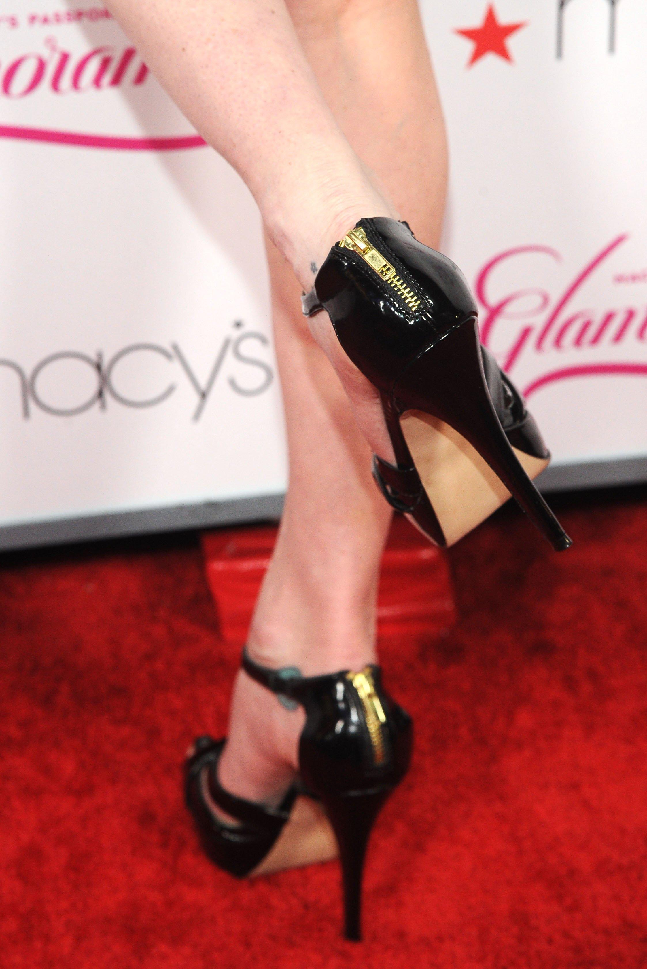 Pauley perrette feet