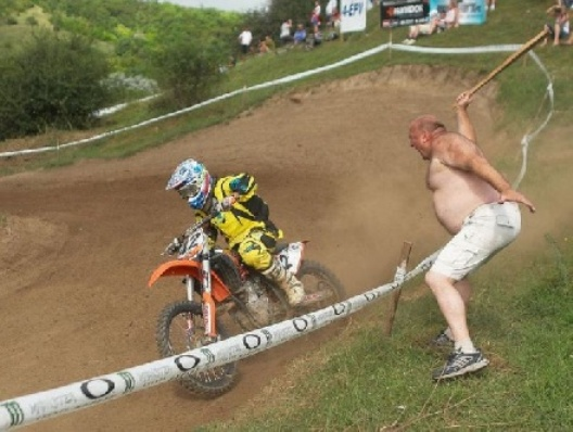 934596761-funny_motorcycle_racing_picture_4.jpg