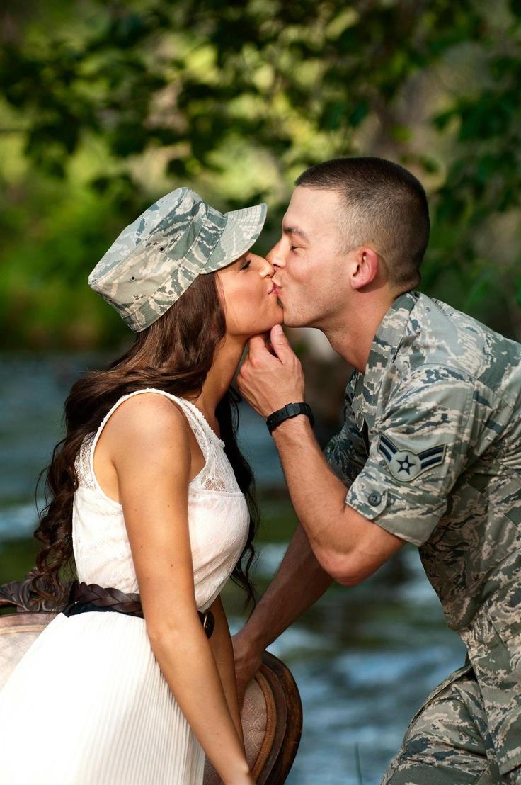 Картинки поцелуи с военными