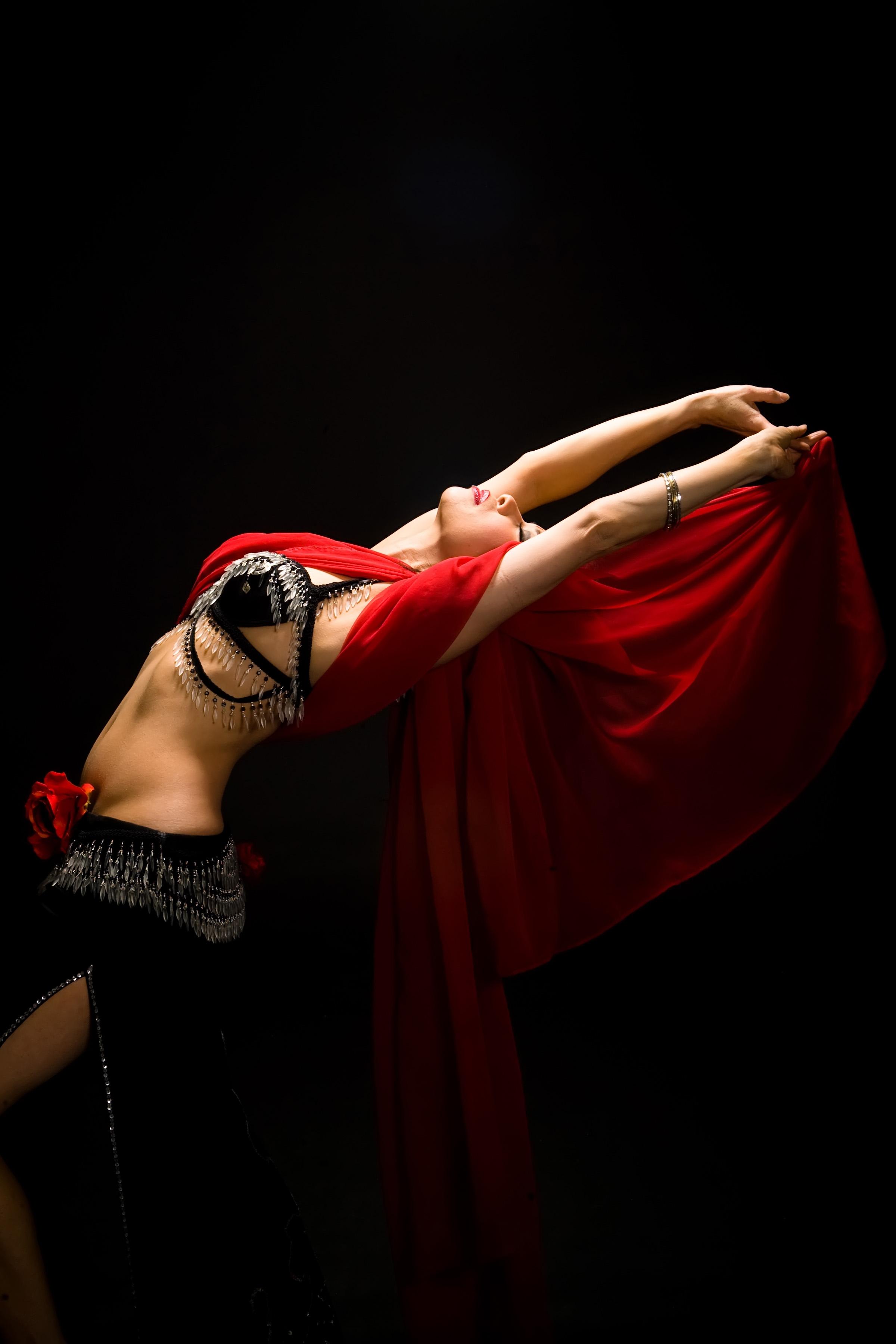 арабские танцы живота фото сзади всего космонавты фотографируют