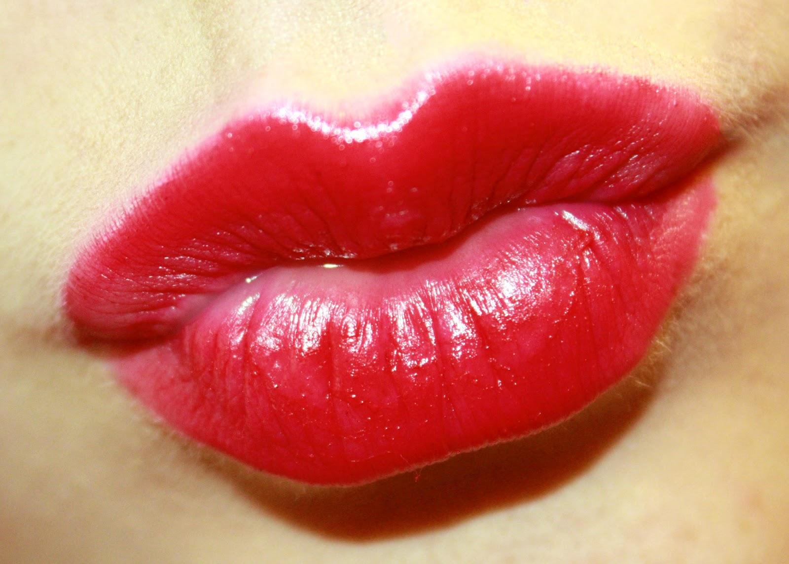Картинки года, картинки с губами поцелуями