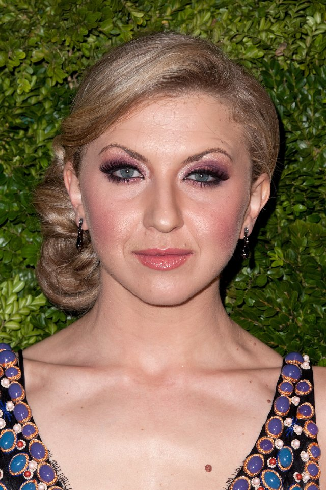 Nina Arianda Nude Photos 35