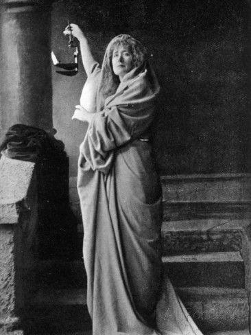 the role of lady macbeth in shakespeares macbeth Verdi and shakespeare: macbeth  that was specially produced in 1857 for the actress adelaide ristori who performed the role of lady macbeth at covent garden in.