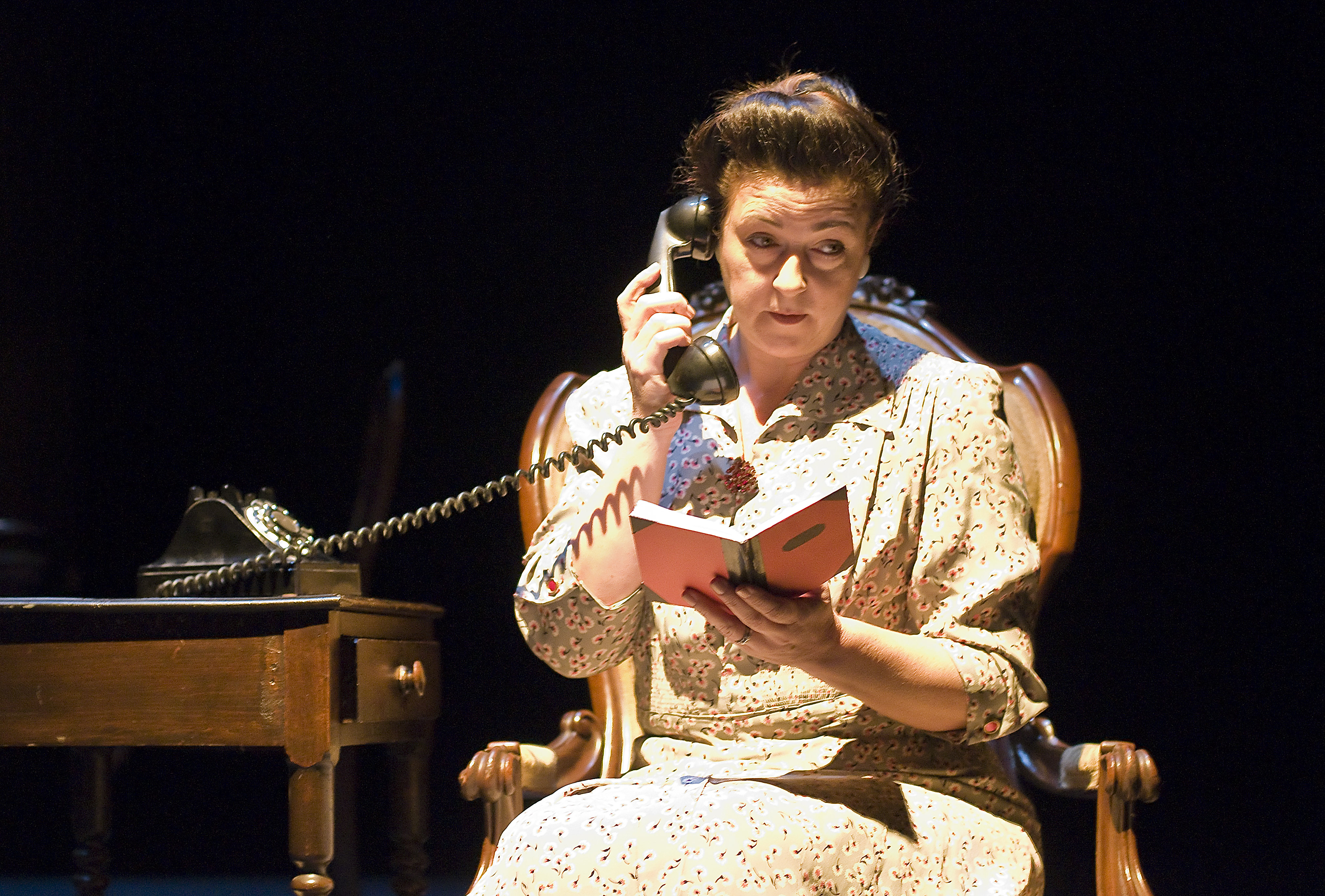 the glass menagerie amanda analysis A spoiler free review of an emotive little play called the glass menagerie by tennessee williams  the glass menagerie analysis  amanda lee 3,589.