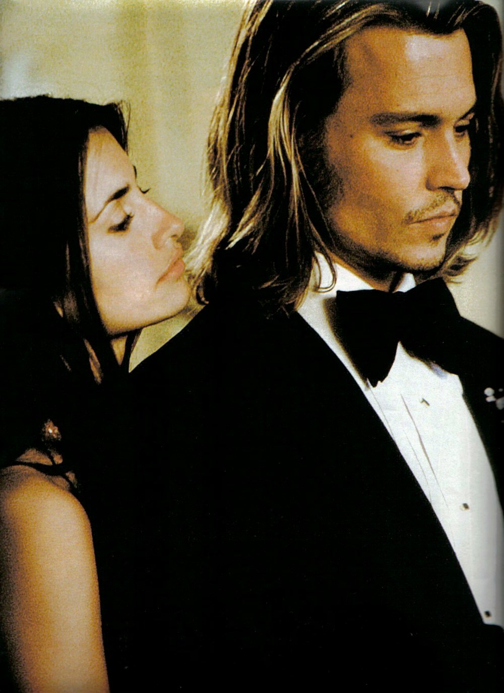 an analysis of johnny depp in the movie blow Johnny depp, born june 9th, 1963 in owensboro, kentucky - self-proclaimed barbeque capital of the world - has led an interesting life filled with the normal ups and downs associated with the life of a worldly famous tv/film star with a twist.