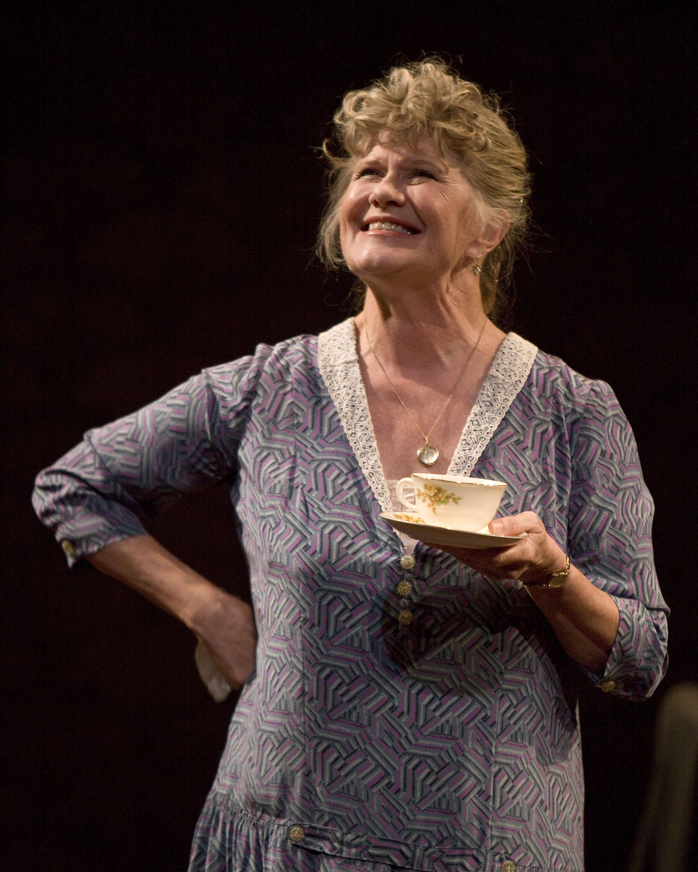 amanda wingfield glass menagerie Synopsis: the glass menagerie  it is dinnertime in the wingfield home and amanda regales, once again, tales of her many suitors as a young women in the south.