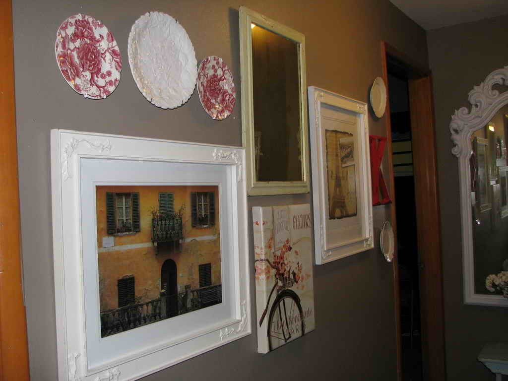 Hallway wall ideas ideas quotes quotesgram - Decorating walls with pictures ...