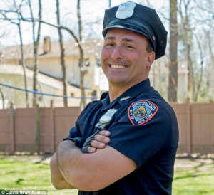 Strong arm of the law: Rikers Island correctional officer with 16 INCH ...