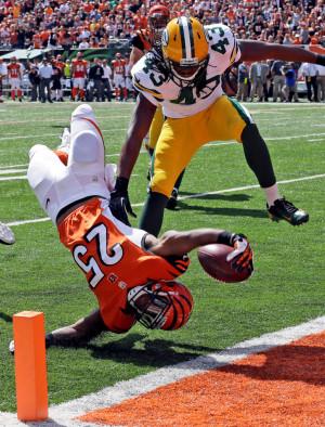 Cincinnati Bengals running back Giovani Bernard (25) dives into the ...