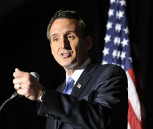 Pawlenty discusses economic policy in Chicago