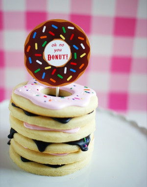 She even has mini donut hole towers! Oh no she 'DONUT'!  …oh ...