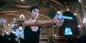 On assignment (La Femme Nikita, 1990) Anne Parillaud, Luc Besson