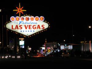 ... la direction du Las Vegas Boulevard, appelé aussi le « Strip