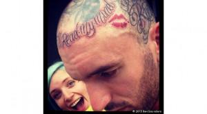 Ben Saunders Doet Een Kusje