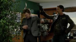 SPOILER Chibs, the casual gunslinger (Spoiler S06E11) ( i.imgur.com )