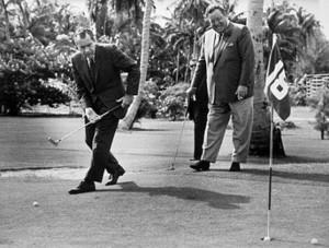 Jackie Gleason playing golf with Richard Nixon in Key Biscayne (1968)