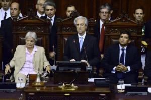 El nuevo mandatario de Uruguay Tabar V zquez c su