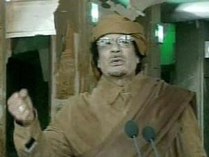Muammar Al Gaddafi reaparece junto a representantes de tribus libias