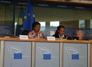 Mae Jemison, Ronke Olabisi et Jill Tarter )