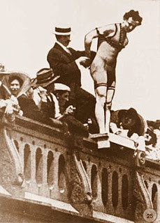 Harry Houdini jumping off Queens Bridge
