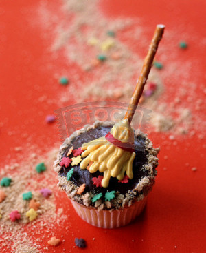 Witches-Broomstick-Cupcake