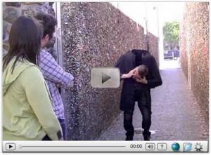 FuNZuG.com]==>> Scary Halloween Magic Trick (Video)
