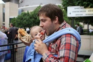 Funny | The dad who's teaching his son to not waste food. lol