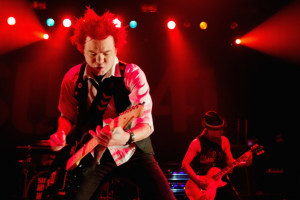 Sum 41's Deryck Whibley Says Alcoholism Nearly Killed Him