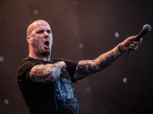 Phil Anselmo & The Illegals: performing Pantera
