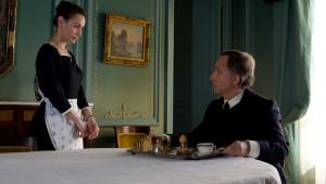 Maria (Natalia Verbeke) et Jean-Louis (Fabrice Luchini), la bonne et ...