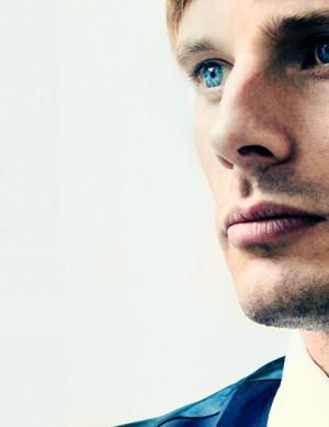 Bradley James e gli occhi blu di Artù