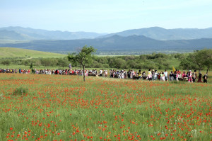 Youthful pioneers in Mongolia go trekking