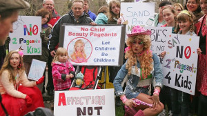 Parents and their children protest against the American-style junior ...