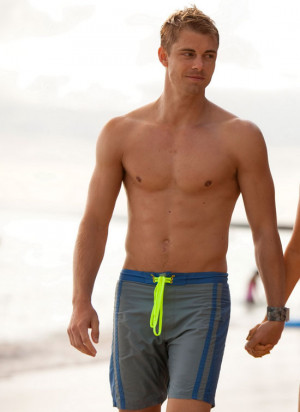 Re: Luke Mitchell Pubes And Ass!
