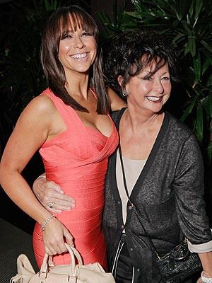 Jennifer Love Hewitt's Mother Dies | Jennifer Love Hewitt