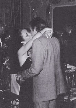Elizabeth Taylor kissing Richard Burton