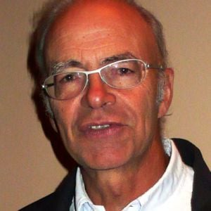 Peter Singer Biography