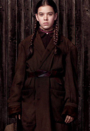 Hailee Steinfeld plays Mattie Ross in Paramount Pictures' TRUE GRIT ...