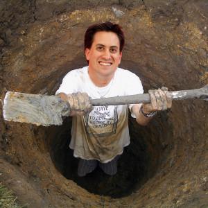 Ed-Miliband-digging-a-hole.jpg 04-Feb-2014 23:41 724k