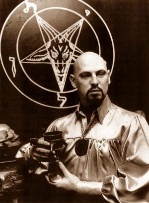 LaVeyan satanizm, öncelik olarak insanların