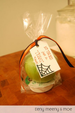 Caramel Apple Halloween Teacher Gift | Eeny Meeny & Moe