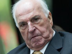 Helmut Kohl ist eine Diskussion entbrannt dpa picture alliance