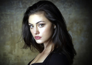 Phoebe Tonkin talks Hayley and Relationships with Klaus and Elijah on ...