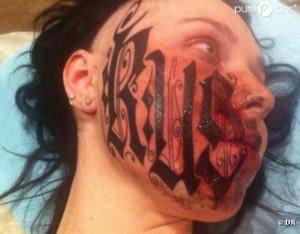 Lesya : le prénom de son copain en tatouage sur le visage après 7 ...