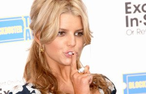 12 Funniest Female Celebrities on Twitter (With Quotes)!